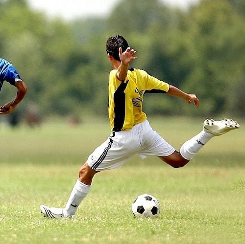 Soccer 1457988 1280%e3%81%ae%e3%82%b3%e3%83%92%e3%82%9a%e3%83%bc min